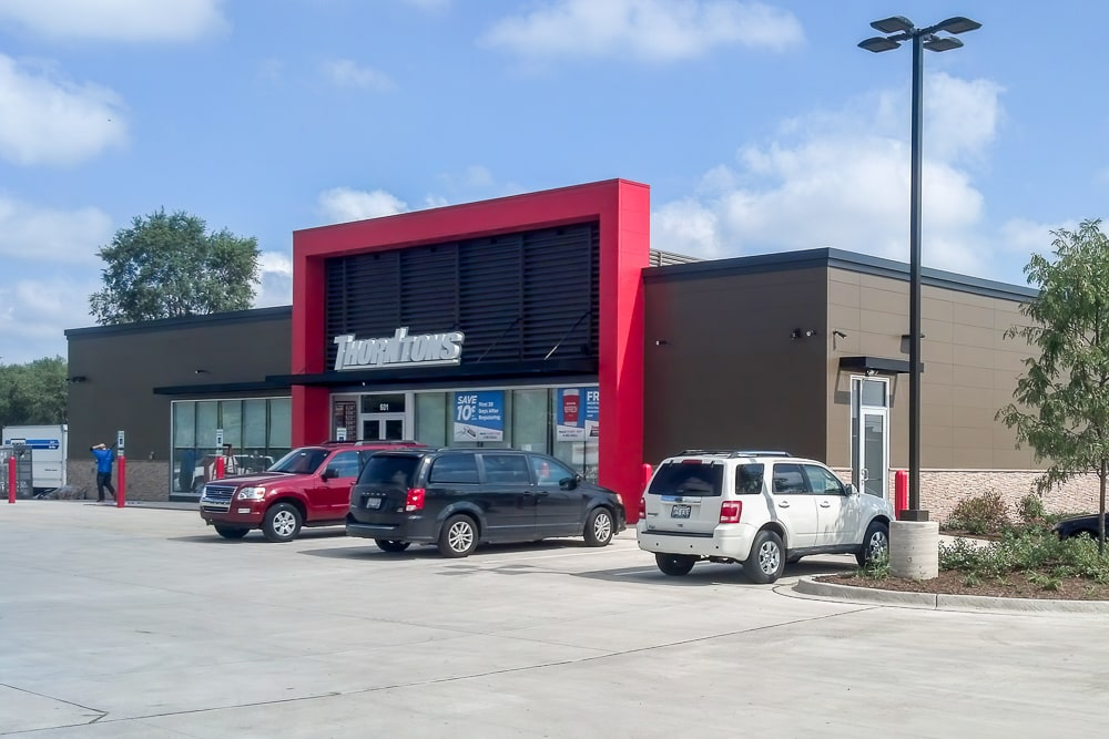 Aluminuim Architectural Wall Screens - Thorntons - Bensenville, Illinois
