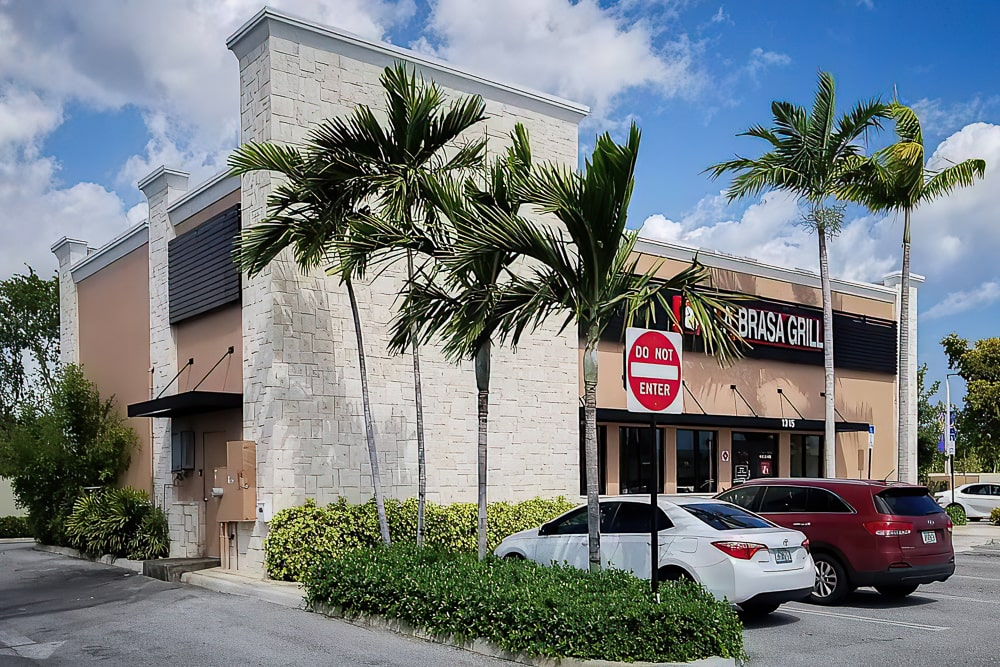 Architectural Aluminum Wall Screens - La Brasa Grill - Boynton Beach, Florida