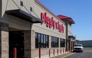 Awnex Featured Project, Black Hanger Rod Canopy - Piggly Wiggly - Blackshear, Georgia.